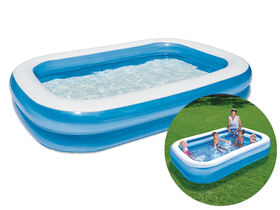 Piscine gonflable rectangulaire bleue.